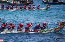 Ly Son island district's boat racing festival