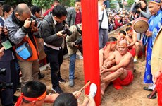 Sitting tug-of-war: an unusual game in Hanoi