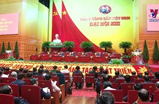 Congress delegates pay tribute to President Ho Chi Minh