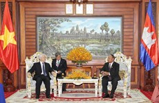 Vietnamese Party, State leader meets top Cambodian legislator