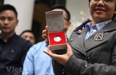 Silver coins celebrating DPRK-USA summit much sought after