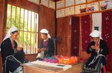 Ethnic women preserve brocade weaving