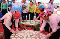 'Banh day' making contest in Lai Chau province