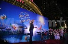 Bubble king Fan Yang enthralls kids in Hanoi
