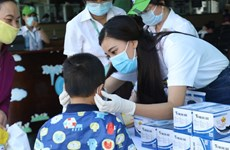 Beauty queen 1st runner-up Kim Duyen joins public efforts in fighting COVID-19