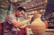 Artisan strives for preserving traditional pottery