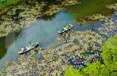 Sailing in tranquility in Thung Nang