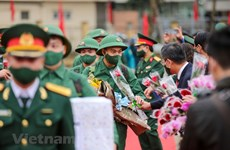 Thousands of young Hanoians join army
