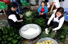 Chung cake making village hustles ahead of Tet