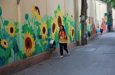 Mural paintings remind Hanoians of Ngoc Ha flower village