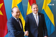 Prime Minister Phuc holds talks with Swedish counterpart