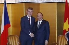 PM Nguyen Xuan Phuc meets Czech counterpart