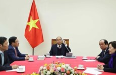 Vietnamese PM, US President hold phone talks
