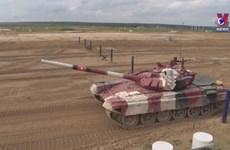 Vietnam's tank crew receives encouragement during Army Games