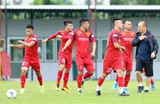 Vietnam's squad takes on final training session in Thailand