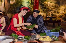International friends enjoy Vietnamese Tet experience