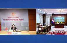 Top legislator holds talks with Cambodian counterpart