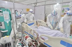 Medical workers work day and night to save Covid-19 patients