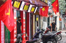 Hanoi imposes social distancing at restaurants, cafés
