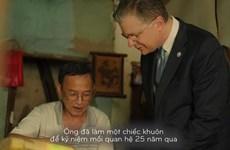 US Ambassador makes moon cake to celebrate diplomatic ties with Vietnam