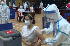 Da Nang ensures COVID-19 vaccination for OVs, foreigners
