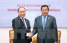 PM affirms wish to develop stronger ties with Cambodia