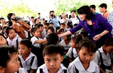 Vinh Long: over 1,400 kids get free milk