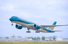Vietnam Airlines welcomes 20 millionth passenger
