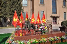 Embassy in China unveils statue of President Ho Chi Minh
