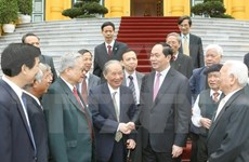 President meets former experts to Cambodia