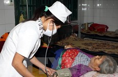 Vietnamese doctors offer free medicines to Lao veterans