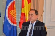Vietnamese ambassador receives insignia of France's Choisy le Roi