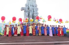 Soc Trang holds mass wedding ceremony for 17 couples