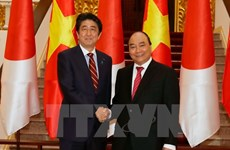 Vietnamese, Japanese PMs agree to elevate ties during talks
