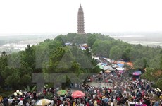 Spring festival draws tourists to Bac Ninh