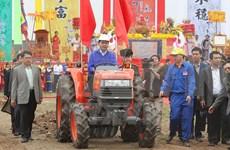 President attends ploughing festival in Ha Nam