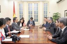 Deputy PM receives leader of Japan's Asahi Shimbun