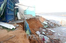 Sea encroachment collapses houses in Binh Thuan