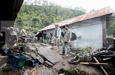 Flood forces thousands of Indonesian to evacuate