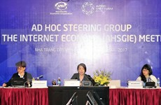 APEC meetings discuss various issues on 11th working day