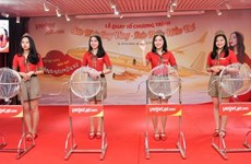 Vietjet's passenger wins a one-kilogram golden aircraft