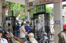 Gasoline prices slightly drop