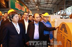 PM inspects waste-to-energy technology model in Ha Nam