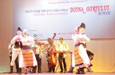 Art troupe helps promote Vietnam-Romania cultural exchanges