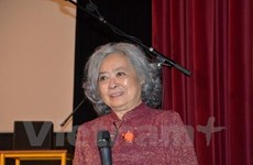 Vietnamese AO victim introduces her autobiography in France