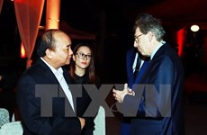 PM makes surprise appearance at business executives' gathering