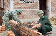 Poor ethnic minorities in Phu Yen aided to build houses