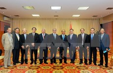 Prime Minister greets Japanese, RoK guests