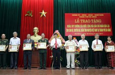 Laos awards medals to Da Nang's volunteer soldiers