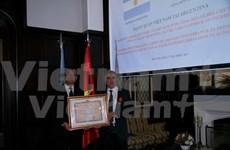 Vietnam presents Friendship Medal to former Argentinean Ambassador